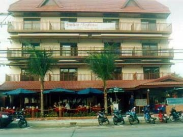 Jomtien Boathouse Hotel