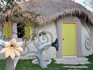 Naidee Sculptured Huts @ Vic Hua Hin Hotel