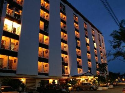Nawarat Resort & Serviced Apartment